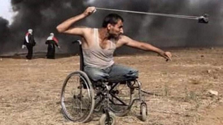 «O FadiAbuSalah ήταν 29 χρόνων. Οι Ισραηλινοί τον σκότωσαν τη Δευτέρα. Πρώτα είχαν πάρει τη γη του, ύστερα του πήραν τα πόδια, μετά του πήραν και τη ζωή του» (από σελίδες κοινωνικής δικτύωσης)