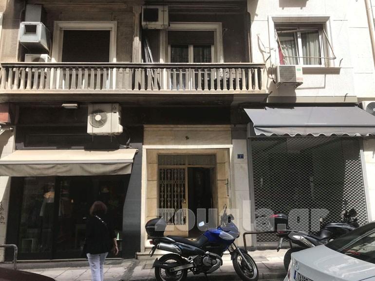 To συμβολαιογραφείο που βρίσκεται στον 7ο όροφο κτηρίου στη συμβολή των οδών Χαριλάου Τρικούπη και Ακαδημίας
