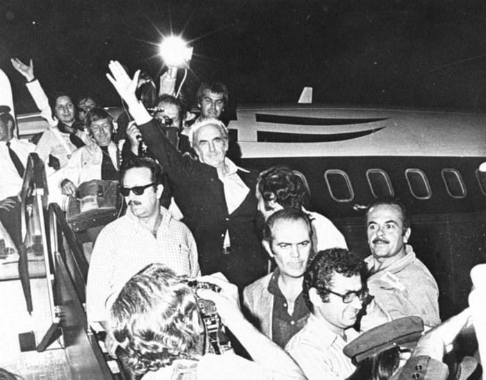 Επιστροφή στην Ελλάδα μετά την πτώση της Χούντας to 1974