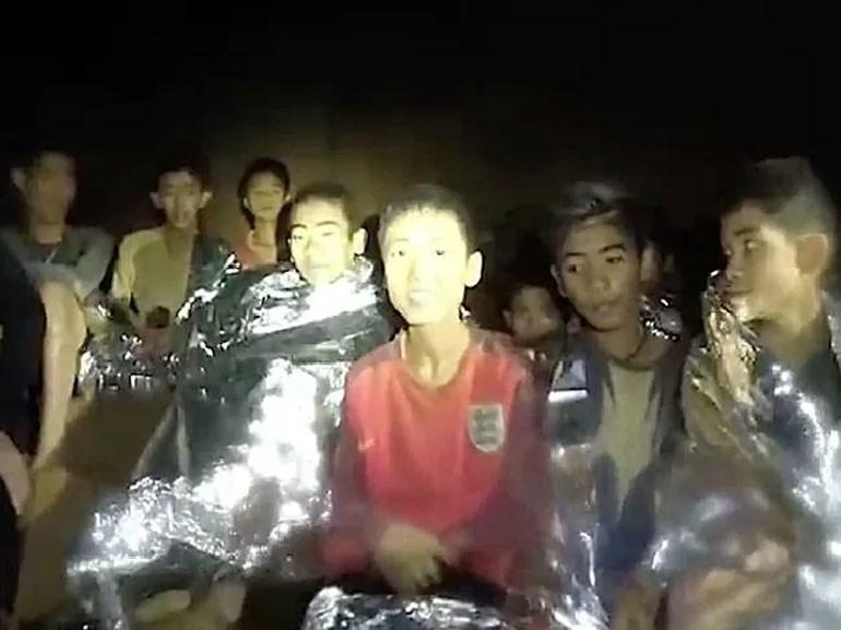 12 παιδιά βρίσκονται εδώ και 13 ημέρες εγκλωβισμένα σε μια σπηλιά στην Ταϊλάνδη