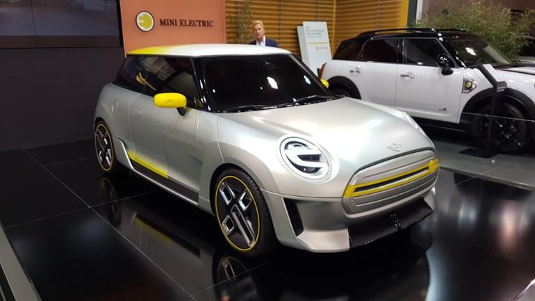 Το πρωτότυπο αμιγώς ηλεκτρικό μοντέλο της MINI που θα κυκλοφορήσει το 2019