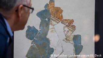 Τοιχογραφία της «Λευκής Θεάς» από το Παλάτι της Πύλου, 13ος αιώνας π.Χ. Παρουσιάζεται στην Καρλσρούη