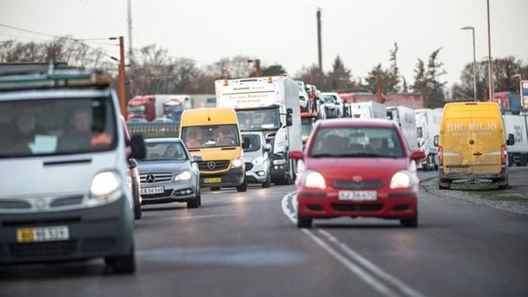 Πηγή φωτό Reuters: Ακινητοποιημένα οχήματα έπειτα από το δυστύχημα