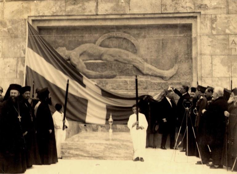 Τα αποκαλυπτήρια του μνημείου από τον Ανδρέα Μιχαλακόπουλο
