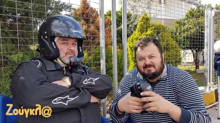Τα βλέμματα μιλούν από μόνα τους. Ο Μάριος Ηλιόπουλος (αριστερά) με τον μηχανικό του Μελέτη Καρακετίδη...
