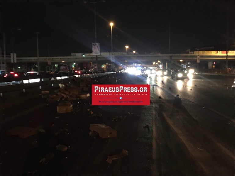 Ανατροπή νταλίκας στην Εθνική Οδό Αθηνών-Λαμίας στο ρεύμα προς Πειραιά