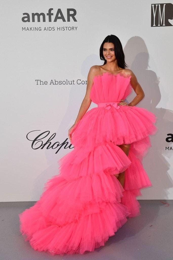 Τι φόρεσαν οι διάσημες καλεσμένες στο πιο λαμπερό event της Κρουαζέτ