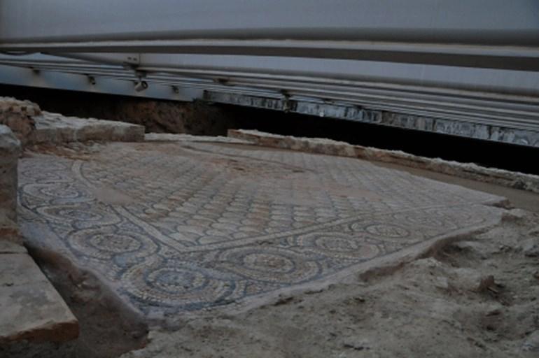 Το ψηφιδωτό δάπεδο της εισόδου του κτηρίου Ζ (μέσα 5ου αι. μ.Χ.)