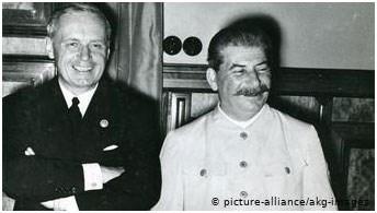 O Γιόαχιμ φον Ρίμπεντροπ με τον Ιωσήφ Στάλιν
