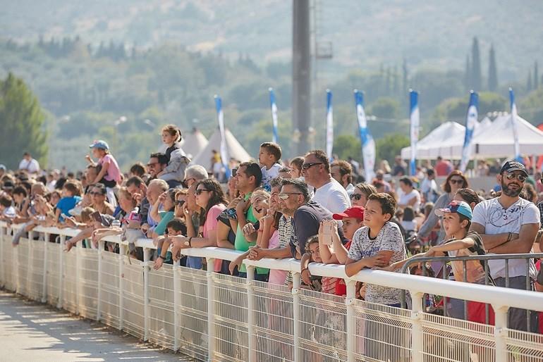 Πλήθος κόσμου στο Markopoulo Park