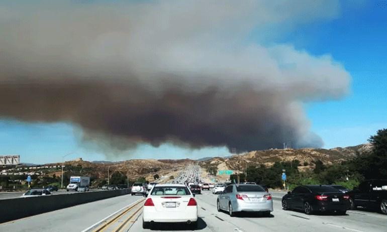"""Γιγαντιαίες πυρκαγιές """"κατατρώγουν"""" την Καλιφόρνια"""