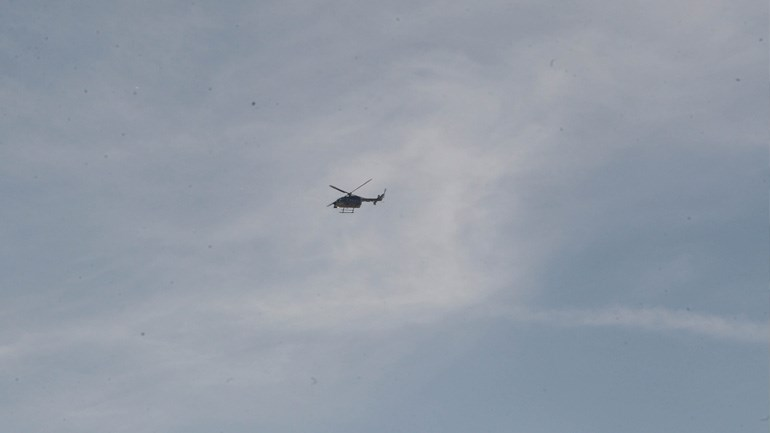 Ελικόπτερο της αστυνομίας πετάει πάνω από το γήπεδο