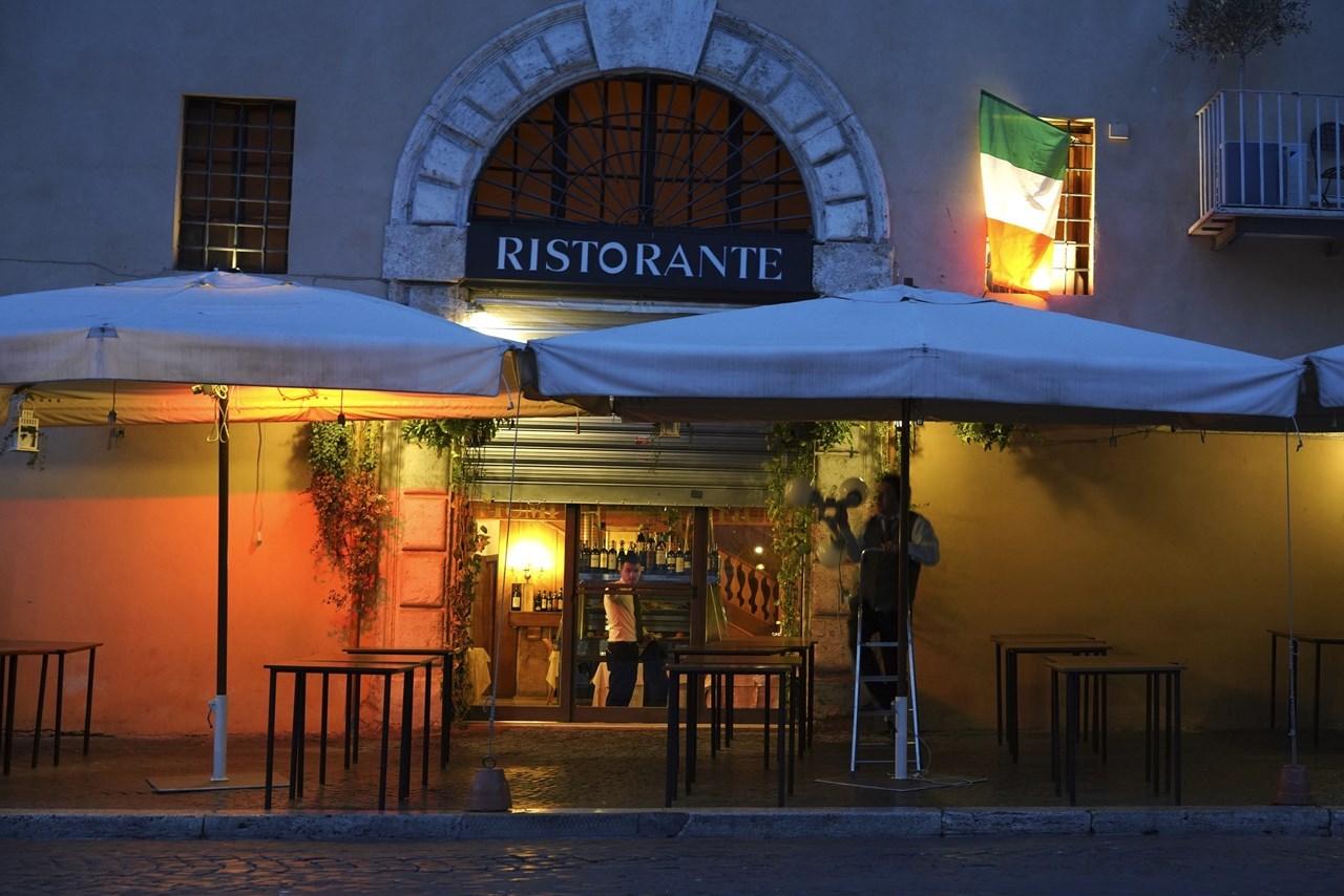 Καταστήματα στη Ρώμη κλείνουν πριν από την καθιερωμένη ώρα αιχμής