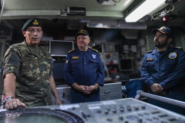 Στο Αρχηγείο Στόλου ο Αρχηγός ΓΕΕΘΑ: Επίσκεψη σε Υποβρύχιο και Κανονιοφόρο...