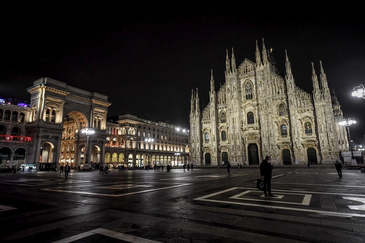 Στο Μιλάνο όπως και σε άλλες μεγάλες πόλεις της Ιταλίας, έχει επιβληθεί απαγόρευση της κυκλοφορίας τη νύχτα