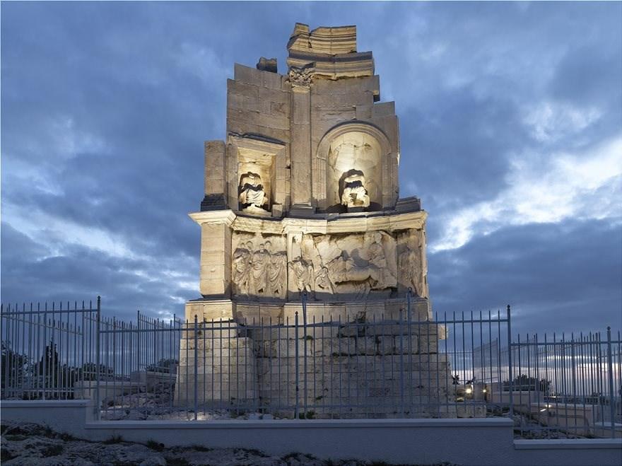 Ο ναός του Φιλοπάππου με τον νέο φωτισμό του