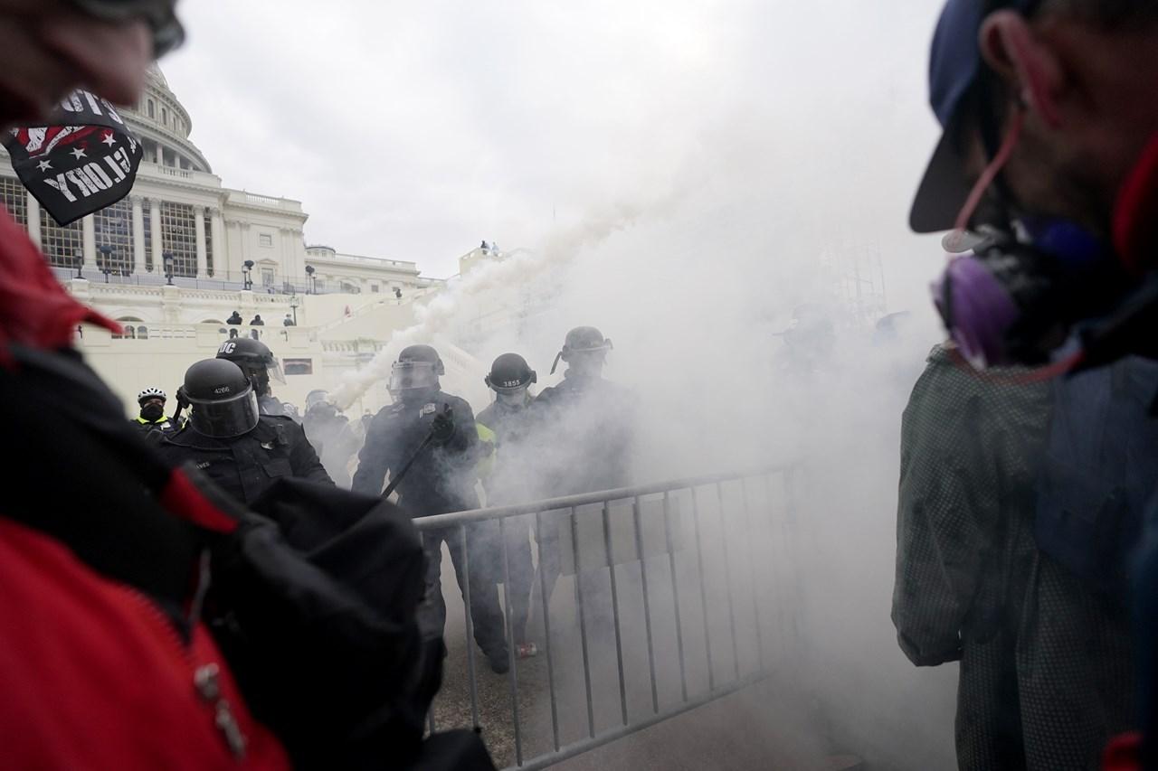 ΗΠΑ: Βίαια επεισόδια και απαγόρευση κυκλοφορίας στην Ουάσινγκτον   ΚΟΣΜΟΣ   ΗΠΑ   απαγόρευση κυκλοφορίας   ΚΟΣΜΟΣ   Ορθοδοξία   online