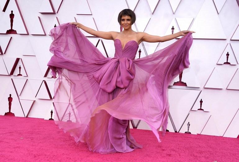 H εντυπωσιακή Halle Berry