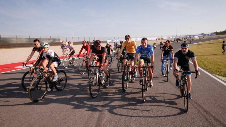 Molti motociclisti hanno accordi personali con i produttori di biciclette.