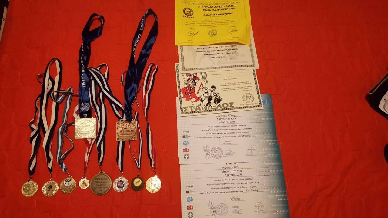 Τα μετάλλια του Γιάννη Νάκου από τα διάφορα πρωταθλήματα στα οποία έλαβε μέρος