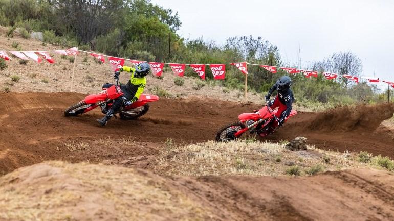 Έτοιμες να κατακτήσουν ξανά την κορυφή του Παγκόσμιου Motocross οι CRF της Honda.