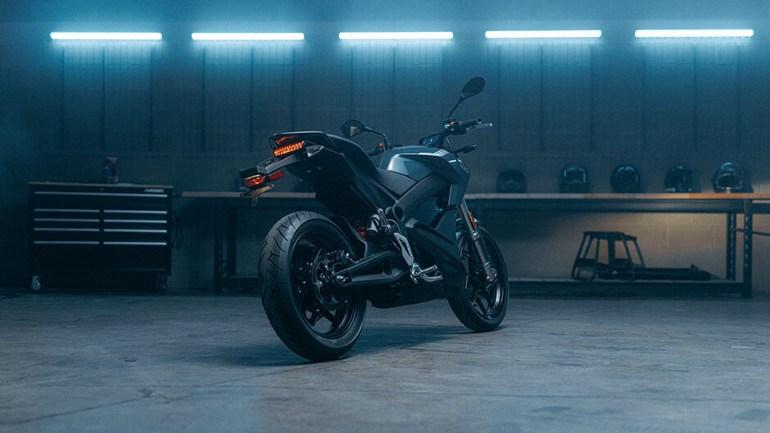 H Zero S είναι η γυμνή μοτοσικλέτα της φίρμας με μαζεμένες διαστάσεις και ευελιξία μέσα στην πόλη.